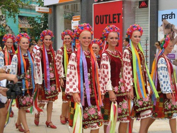 1280px-International_Folk_Festival_Varna_2010_IMG_3292