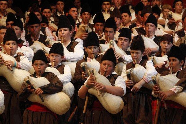 bylgarska-gaijda-ozvuchi-angliijskiq-portsmut-133470-2000x1333