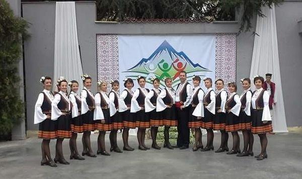 991-ratio-tancovata-formaciia-banski-fukli-vze-vtoro-miasto-na-folkloren-konkurs