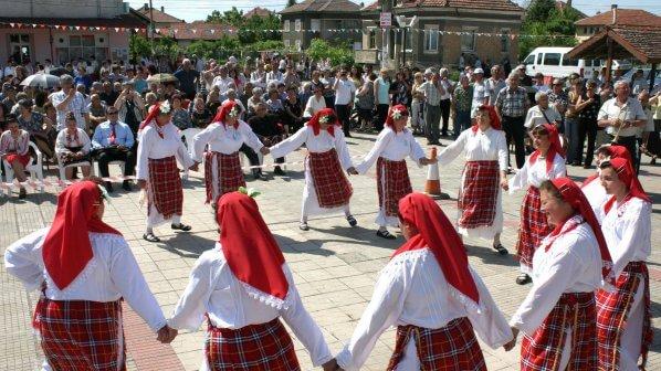 150-samodeijci-se-vkliuchiha-vyv-folkloren-festival-gergiovden-2012-69475
